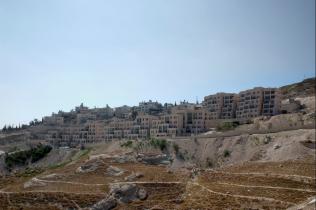 """Nof Zion is an Israeli settlement being built up in East Jerusalem. [Flickr: by """"Decode Jerusalem"""". www.decodejerusalem.net]"""